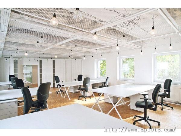 小黑屋华丽变身明亮办公室